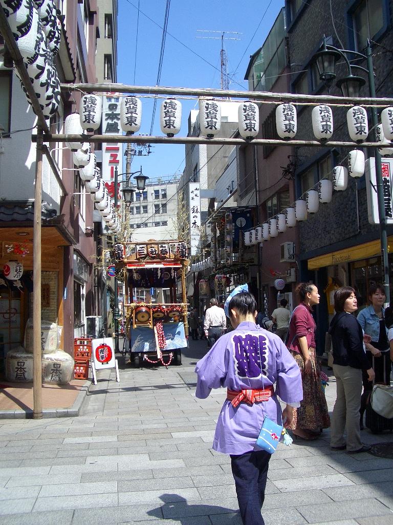 TokyoLadyMikoshi.jpg